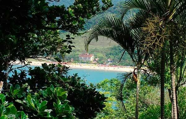 Vista para a praia da trilha Ilha da Cocanha - Praias de Caraguatatuba Foto: Férias Brasil